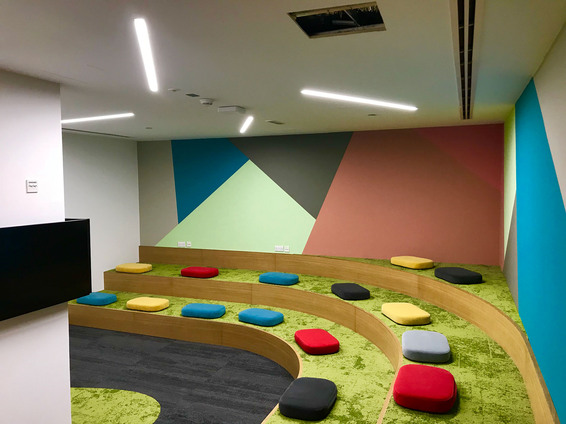 Dewa S New Office Featured Online With Commercial Interior Design
